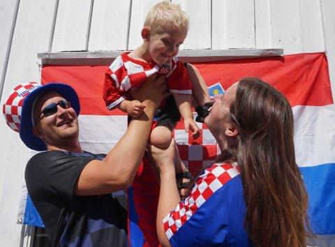 FINALE: Familien fra Lunner har sett alle kamper i VM, og gleder seg til å heie frem Kroatia i finalen søndag.