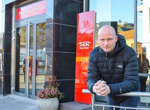 Hotelldirektør Tom-Erik Sandberg mener det er håpløst å påstå at Allsang på Grensen ikke betyr noe for kulturlivet i Halden.