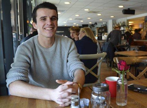 BLIR I HALDEN: Dardan Sæter-Mehmeti kom som fotballspiller og student til Halden. Han er en av flere som ble igjen i byen hvor han tok utdanningen. Foto: Trine Bakke Eidissen