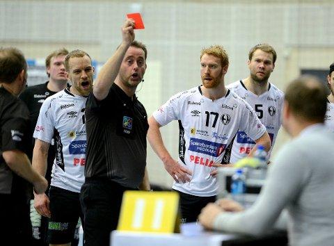 SÅ RØDT: Erik Thorsteinsen Toft var én av fire Elverum-spillere som fikk rødt kort mot Lillestrøm.