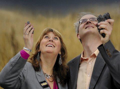 Framtiden: Anne Mette Sannes og Knut Jørgen Røed Ødergaard tar for seg framtiden for menneskeheten når de kommer til Helgeland med sitt astroshow.