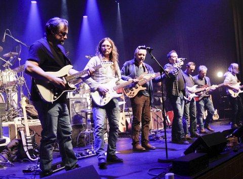 Premiereklar: Helgeland Gitarunion er klar med sin hyllest til Eric Clapton i Mosjøen kulturhus fredag. Videre blir det konsert lørdag, og to konserter i Kulturbadet søndag. foto: Jon Steinar Linga