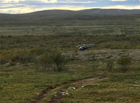 SLAKTEPLASS: Politiet var torsdag og undersøkte slakteplassen etter elg, ca fire kilometer vest for Njavkajävvriit.