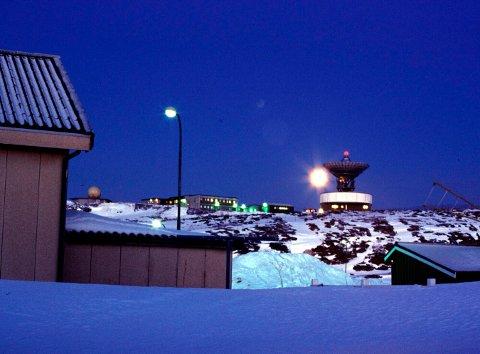 GJENGJELDELSE: Den omstridte amerikanske Globus II-radaren i Vardø fotografert i år 2000.