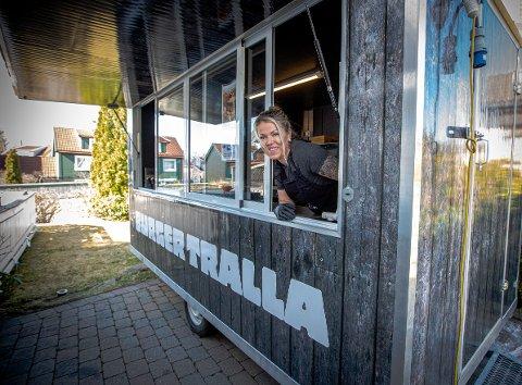 FRA BURGERE TIL JORDMOR: Anita Fjellvang endte tilfeldigvis opp som jordmor rett etter jobben i Burgertralla i Lillestrøm. Foto: Hans Olav Nyborg