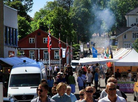 Hett: Temperaturen klatret opp til 28 grader i Kongsberg i dag. Foto: Lars Bryne