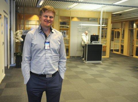 Torstein Aakre, Sparebank1s banksjef i Kongsberg, ser fram til at Regnskapshuset åpner i bankens lokaler til uka.