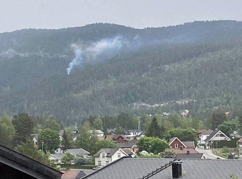 Det er meldt om brann i terrenget Spitegrenda i Bevergrenda. Bildet er tatt fra Skavanger.