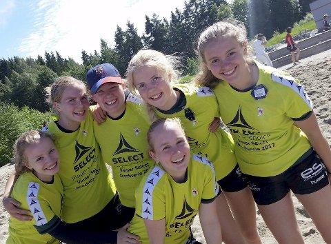 Vinnerne i J16 klassen: Ragna Engeseth (fra venstre), Anine Schwarz, Ine Grimsrud,  Emilie Becker, Hanne Grimsrud og Erle Maakestad Enghaug kunne juble for seier.