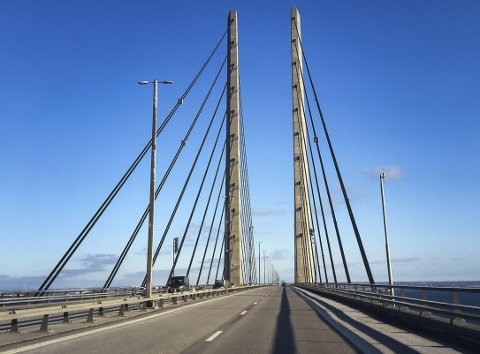 Gammel problemstilling, nye løsningsalternativer: Bro over fjorden. Bildet er fra Øresund og forbindelsen mellom Malmö og Köbenhavn.