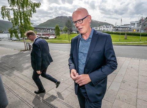 VITNET: Kjell Ove Hveding fra Sommarøy var innkalt av Ludvigsens forsvarere som vitne tirsdag. I bakgrunnen forsvarer Per J. Zimmer.