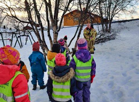 MÅTTE REDDES: Fem år gamle Mads Øygård-Moen måtte sages løs fra treet.