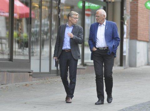 GUNSTIG: Både Svein Håvar Korshavn og Bjørn Iddberg mener det er gunstig for byen om Hoff flytter til annen tomt, men de er opptatt av at Hoff blir værende i Gjøvik. Arkivbilde