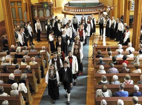 BRUREMARSJ: Koret avsluttet konserten med en brudemarsj og dro umiddelbart videre til Oslo domkirke. FOTO: Hans Olav Granheim