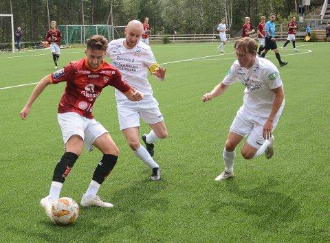 Joey Saldan var en av bare ni spillere som stilte til kamp mot Os i en blytung periode for Valdres FK.