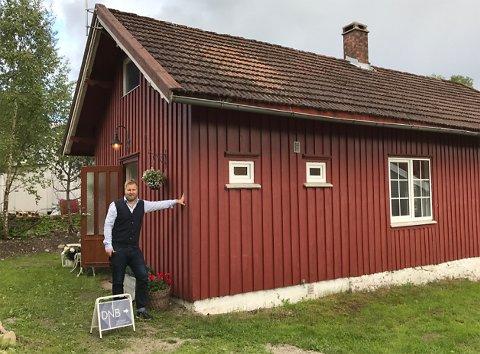 """Gikk mann av huse: Eiendomsmegler Odd Magnus Langhammer i DNB eiendomhåper ikke potensielle kjøpere lar seg skremme av """"stinn brakke"""" på første visningsdag."""