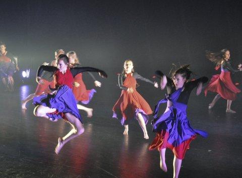 Kraftforestilling: Studio Nilles vårforestilling «Yeah!» levde opp til navnet, med turnere og dansere som viste kraft, danseglede og energi.foto: vårin alme