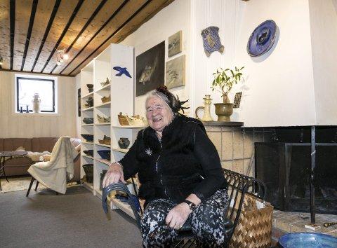 ÅPNER: Laila Leknes åpner igjen sitt galleri på Stavernsveien med egen keramikk og en god gjestekunstner.