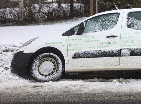 I GRØFTA: En uheldig fører i grøfta, men ikke den første på dette føret, ifølge Statens Vegvesen.