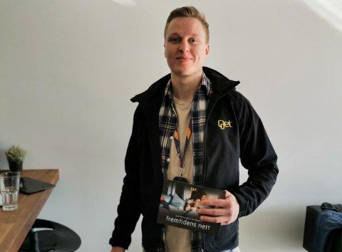 FAR DØR TIL DØR: Jon-Arne Greiner er salgsleder for Gets nye nettprosjekt. Han besøker rakstingene i disse dager.