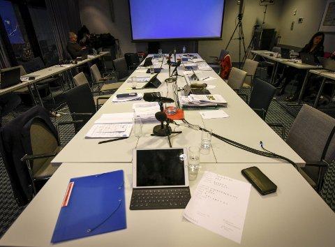 Rundt dette bordet behandlet styret i Helse Nord framtidas sykehusstruktur på Helgeland 18. desember i fjor, men i 50 minutter sto det forlatt da styremedlemmene flyttet inn på naborommet for å ta pause. Da de kom tilbake gikk de rett på votering. Foto: Øyvind Bratt