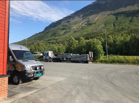 KONTROLL: Statens vegvesen kontrollerte tungtransport torsdag kveld.