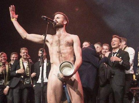 Strippeshow: Aleksander Melgalvis kjørte strippeshow fra scena under cupfesten. Foto: NTB scanpix