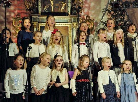 De aller yngste: StrettoLino i en rørende «Juletrall». Det er noe helt eget med barn som lever seg inn i musikken.