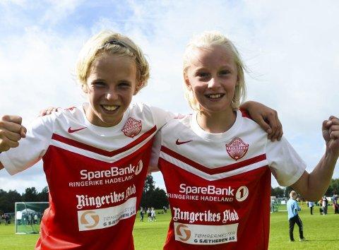 BLIDE MÅLSCORERE: Elling Broberg og Tinius Wingar-Elnes scoret hvert sitt mål mot Høybråten og Stovner IL i Norway Cup.