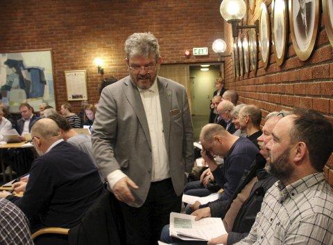 INHABIL:  Ordfører Hans Thue (Ap) meldte av habilitetsgrunner overgang til tilhørerbenken da Holter-kloakken spesielt ble behandlet i  kommunestyret. alle foto: elisabeth Lunder