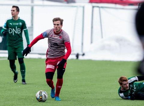 PÅ VEI MOT FORMEN: Emil Sildnes leverte en god kamp da Strømmen slo HamKam. Kantspilleren mener han har vært for lat med treningen og tatt seg i nakken nå. ALLE FOTO: TOM GUSTAVSEN