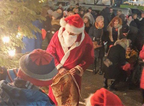 GODTEPOSER: Selvfølgelig får ungene godtepose. Det er jo 1. desember. Foto: Inger Victor