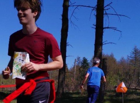 NYBEGYNNERFLAKS?; Marius Skrefsrud ut fra siste post og på vei mot 3. plass i sitt andre o-løp noensinne.