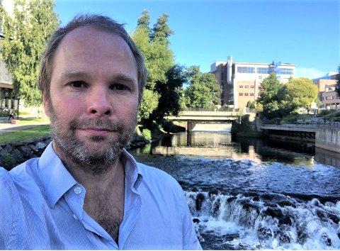 IKKE BAGATELL: - Vi regner med at 40-50 000 er smittet av covid-19 i Norge, sier lege og forsker Henrik Vogt.