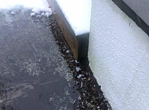 REDD FOR GRUNNMUREN: Naboene i Smiekroken frykter at grunnmuren skal ta skade.