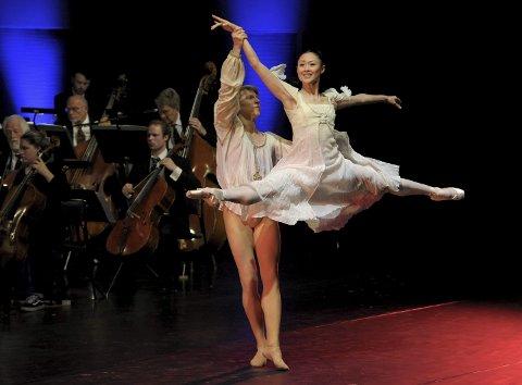 Klassisk dans: Prima  ballerina Maiko Nishino og Andreas Heise sørget for den visuelle estetikkenFoto: Per Langevei