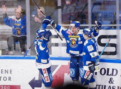 Sparta-spillerne jubler etter 2-2-målet til Tommy Kristiansen. (Foto: Thomas Andersen)