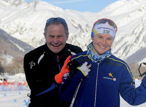 SAMMEN: Mysen-mannen Kjell-Erik Kristiansen følger datteren Moa Molander Kristiansen i U23-VM på ski i Sveits. Så langt har det blitt en 16. plass og en 10. plass på den lovende svenske skiløperen. Fredag skal hun gå fellesstart med skibytte.