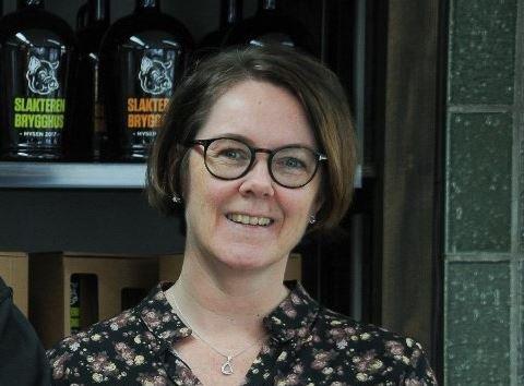 Wenche Kristin Sagholen er glad for at politikerne sa ja til hjemkjøring av alkohol.