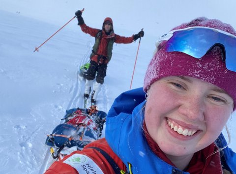 100 KILOMETER: Karen Malena Kyllesø og Aleksander Gamme brukte vel 38 timar på ekspedisjonsløpet mellom Haukeliseter og Maurset.