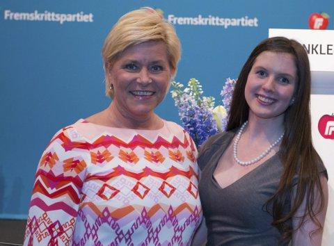 Partileder: Siv Jensen møtte Svelvikjenta og leder i Vestfold FrpU under landsmøtet i helga, Silje Helen Sørhaug Johansen. Foto: FrP