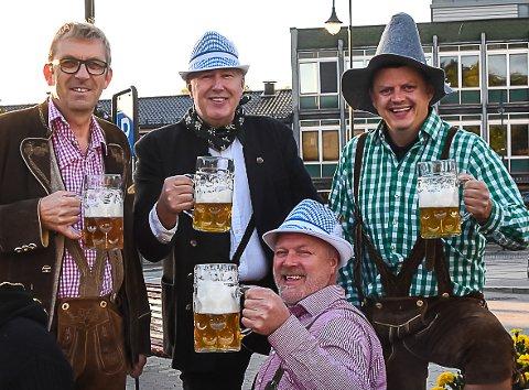 TYROLERI: Det er duket for oktoberfest på Torvet igjen i regi av Bellman. Ole Johan Natadal, Ole Richard Moen, Tom Petter Kivle og Trond Hansen tror folk er ekstra klare for en morsom festkveld i år.