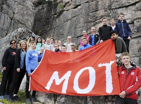 Eide er MOT-kommune og setter fokus på fysisk aktivitet blant ungdom. Mandag klatret 9A på Bremsneshatten.