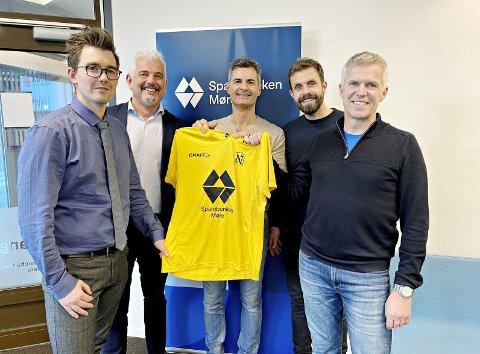 Spiller på lag: Michael Valde (til venstre), Tore Vevang og Sparebanken Møre støtter opp Frank Brandstad, Trond Wollan, Ole Birger Ulseth og IL Norodd de neste tre årene. Foto: IL Norodd