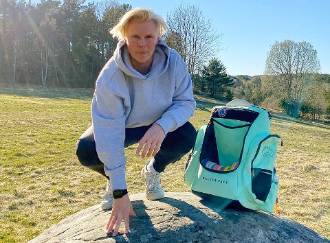 Elias Backer Teiseth har etablert firma sammen med broren Ludvig for å selge frisbeegolf-ryggsekker.