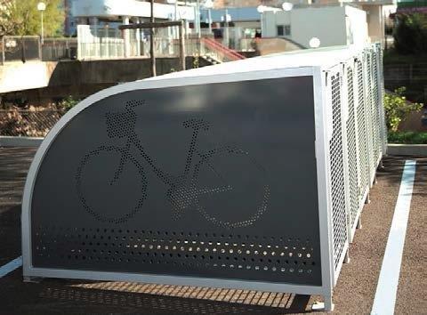 SYKKELBOKS: Her står sykkelen trygt. Det foreslås å anskaffe flere slike som kan plasseres ut i sentrum. Pris pr. boks er ca. 26.000 kroner.