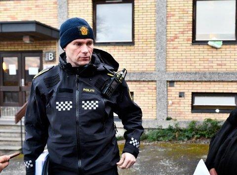 FLERE TRUSLER: Leder for forebyggende enhet i Sør-Øst politidistrikt, Geir Oustorp, her under en politiaksjon på Danvik folkehøgskole i Drammen i forbindelse med trusler framsatt mot skolen 8. januar.