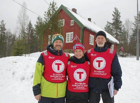BLIR VERNET: Kommunestyret stemte for frivillig vern av Ødemørk. Her er  Øyvind Stubberud, Vibeke Tegneby og Nils Thorsen i Vestby Turlag på Kom deg ut-dagen på Ødemørk for et par år siden.