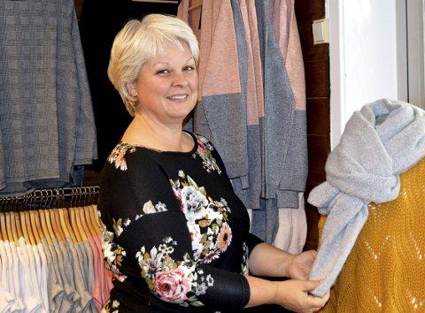 KLÆR TIL DAMER OGSÅ: Butikksjef Elin Michels er fornøyd med barneklesbutikkens første leveår, nå blir det også klær til kvinner i sortimentet.