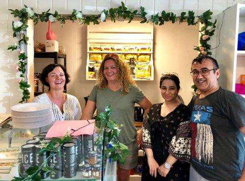Gratisbutikken: De frivillige ekspederer i en ekstraordinær butikk: (f.v.) Christina Sedler, Camilla Schanning Larsen, Sana Othman og Lohon Hawrami.